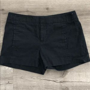 Black chino style shorts w faux pockets in size 00